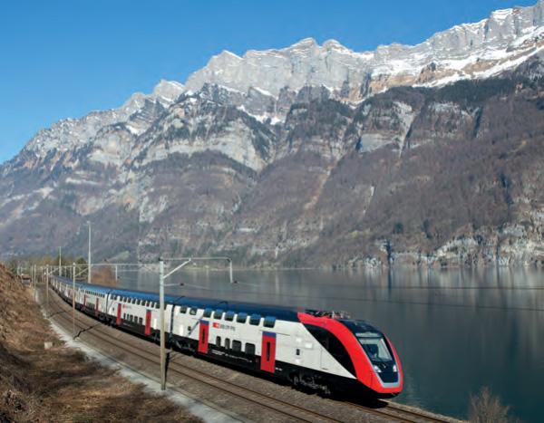 Twindexx Fernverkehrs-Doppelstockzug der SBB am Walensee (Foto: SBB)