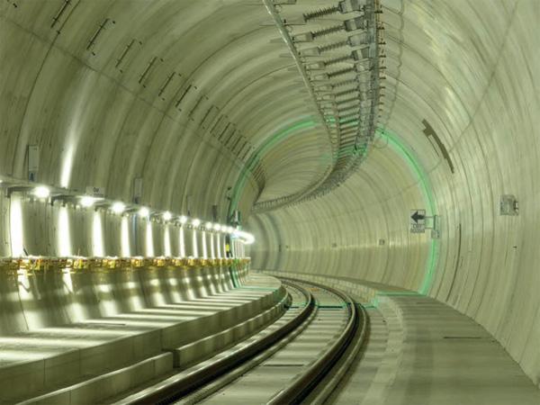 Testbetrieb für Stromschienenoberleitung für 250 km/h im einspurigen Ceneri-Basistunnel