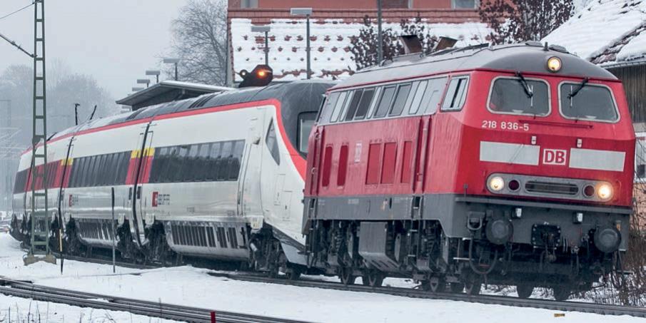 Havarierter SBB-Triebzug RABe 503 im nicht überspannten Gleis 1 Bahnhof Hergatz, Blickrichtung Kempten (Foto: C. Lienert, 13.12.2020).